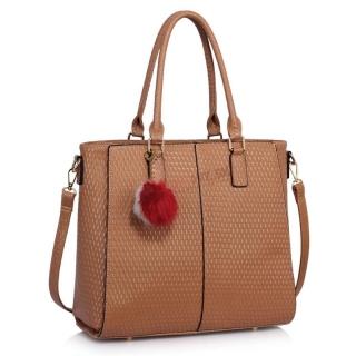 Hnedá lakovaná kabelka s príveskom
